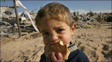Un niño en un refugio de las Naciones Unidas en Gaza